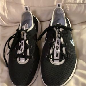 a pair of nike tennis shoes only worn twice